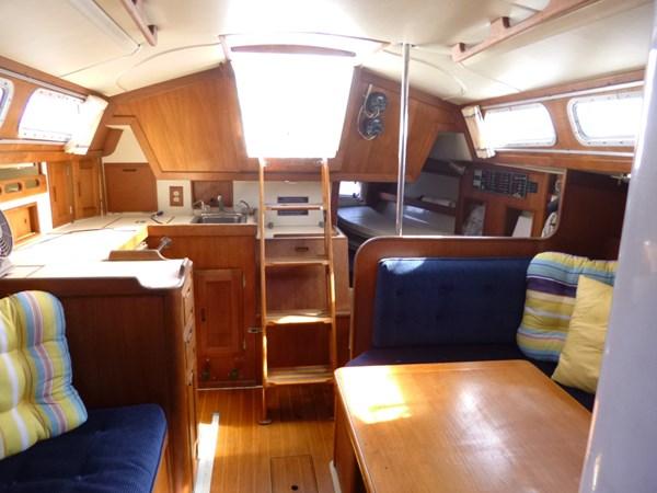 P1010302 1989 ERICSON YACHTS Ericson 32-3 Cruising/Racing Sailboat 2710765
