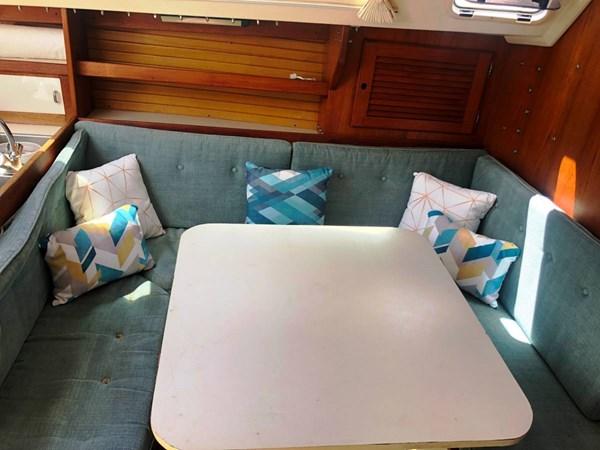 dining area 1990 CATALINA Catalina 30 MKII Cruising/Racing Sailboat 2710773