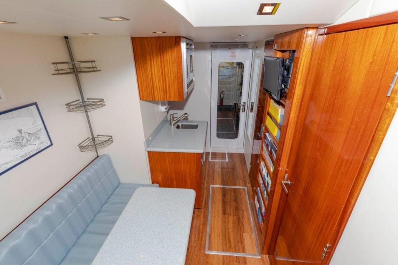 Crew Lounge 2013 HATTERAS  Motor Yacht 2711369