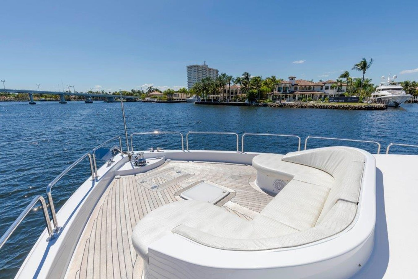 Bow Seating  2013 HATTERAS  Motor Yacht 2711378