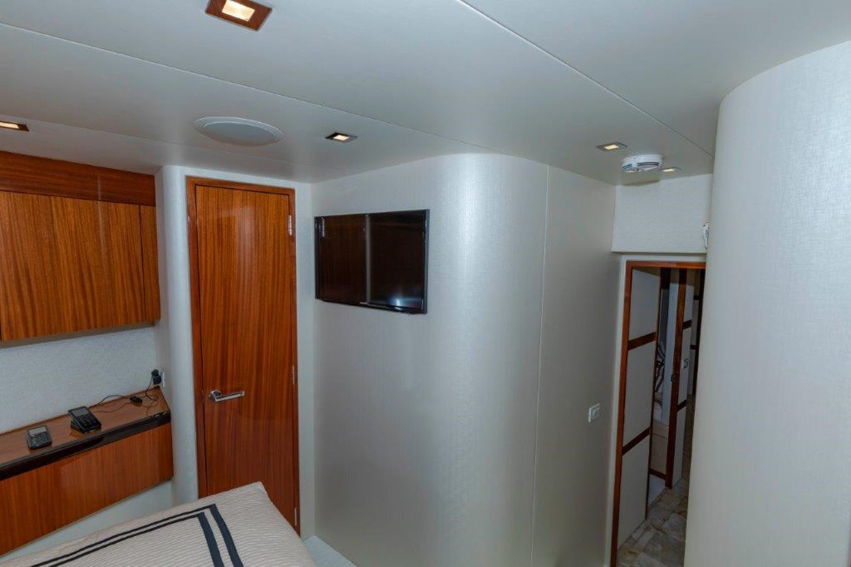 Forward VIP  2013 HATTERAS  Motor Yacht 2711381