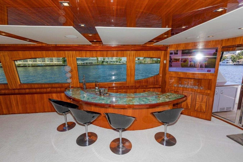 Main Salon Bar 2013 HATTERAS  Motor Yacht 2711398