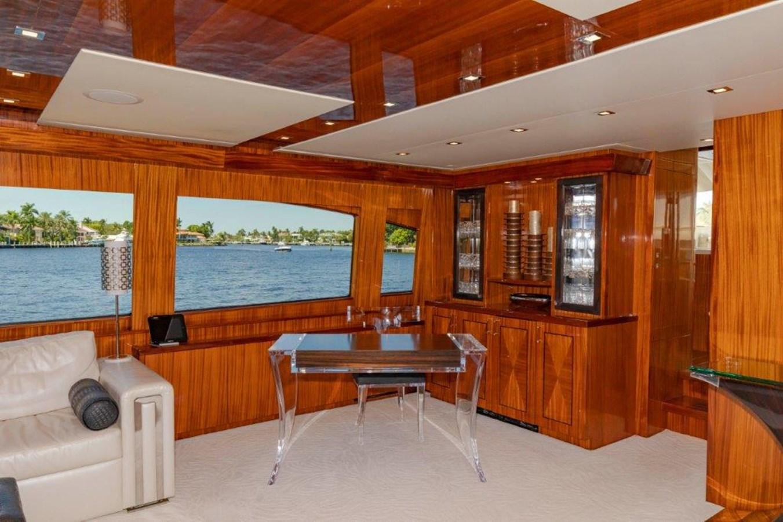 Main Salon Port Forward 2013 HATTERAS  Motor Yacht 2711400