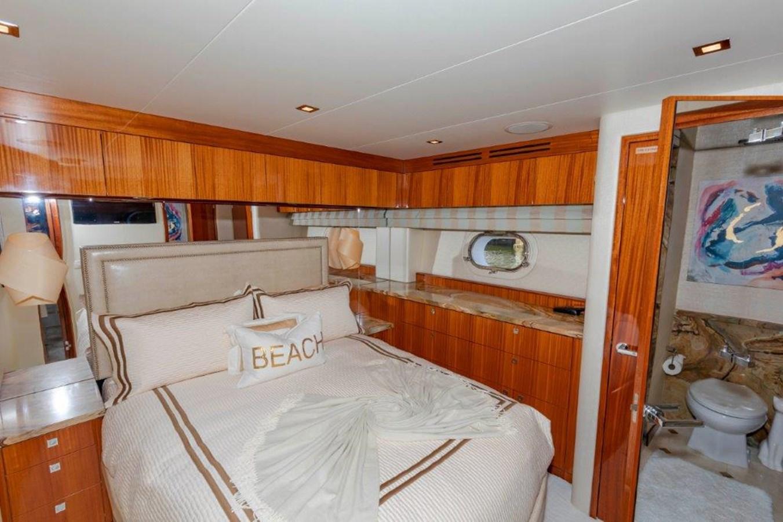 VIP  Port  Stateroom 2013 HATTERAS  Motor Yacht 2711401