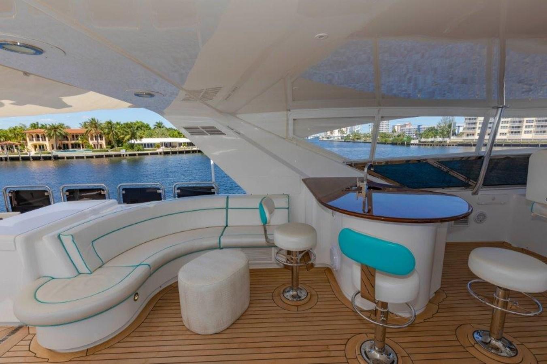 Flybridge Port Forward Seating and Bar 2013 HATTERAS  Motor Yacht 2711404