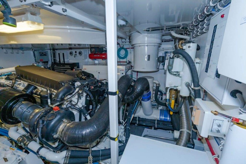 Engine Room Starboard 2013 HATTERAS  Motor Yacht 2711410