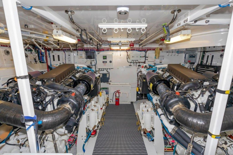 Engine Room 2013 HATTERAS  Motor Yacht 2711417
