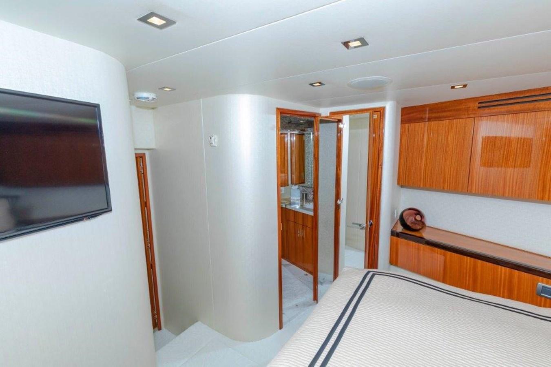 Forward VIP  2013 HATTERAS  Motor Yacht 2711430