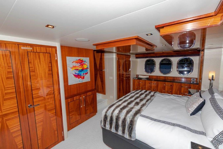 Master Stateroom 2013 HATTERAS  Motor Yacht 2711435