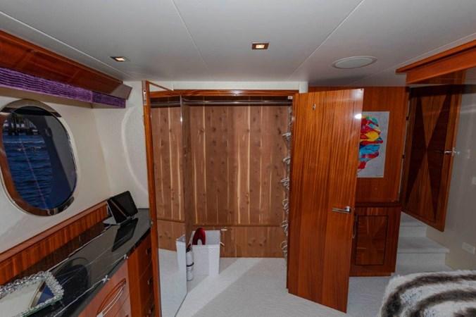Master Port Closet 2013 HATTERAS  Motor Yacht 2711370