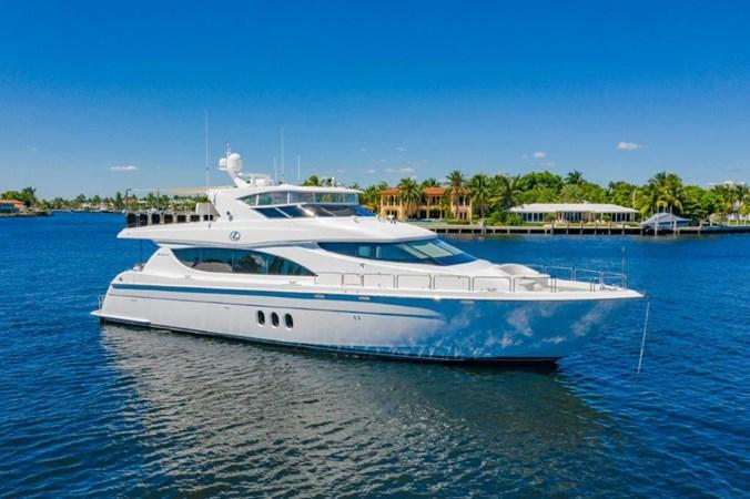 At Anchor 2013 HATTERAS  Motor Yacht 2711393