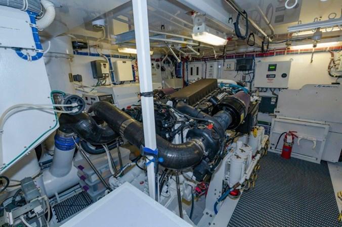 Engine Port 2013 HATTERAS  Motor Yacht 2711397
