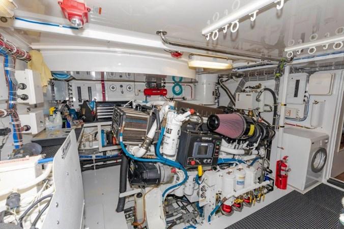 Engine Room Starboard 2013 HATTERAS  Motor Yacht 2711399