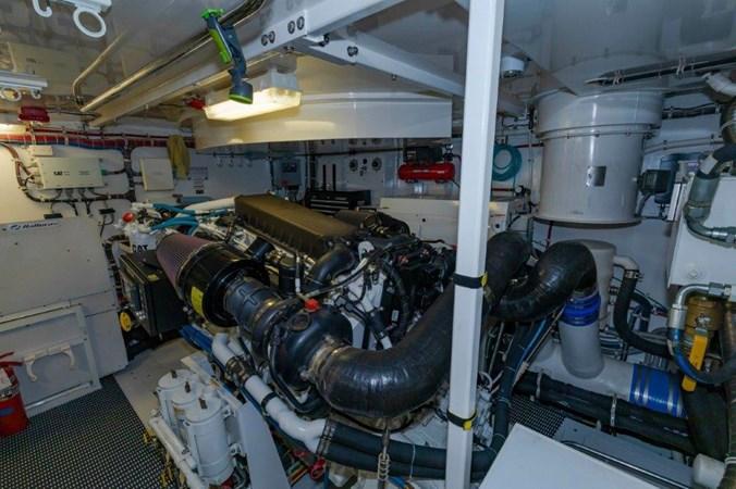 Engine Starboard 2013 HATTERAS  Motor Yacht 2711412