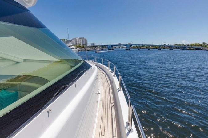 Side Decks 2013 HATTERAS  Motor Yacht 2711422