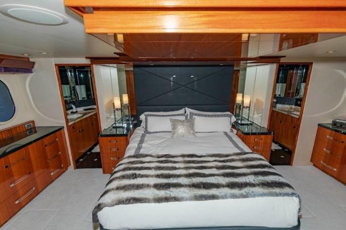 Master Stateroom 2013 HATTERAS  Motor Yacht 2711439