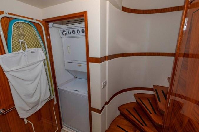 Washer /Dryer 2013 HATTERAS  Motor Yacht 2711443