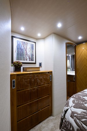 Master Stateroom 2013 VIKING Convertible Sport Fisherman 2711544