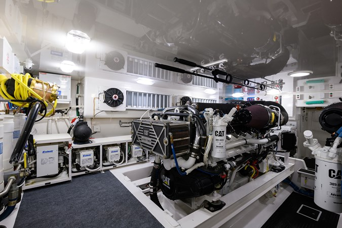 Engine Room 2013 VIKING Convertible Sport Fisherman 2711587