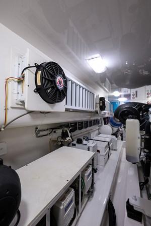 Engine Room 2013 VIKING Convertible Sport Fisherman 2711588