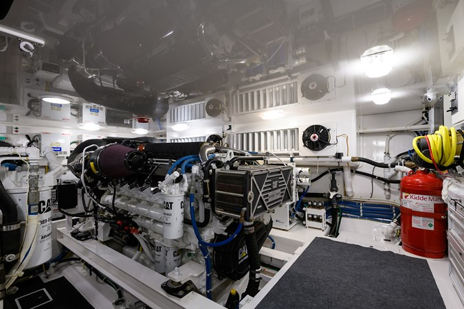 Engine Room 2013 VIKING Convertible Sport Fisherman 2711589
