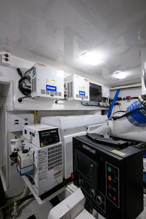 Engine Room 2013 VIKING Convertible Sport Fisherman 2711592