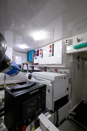 Engine Room 2013 VIKING Convertible Sport Fisherman 2711593