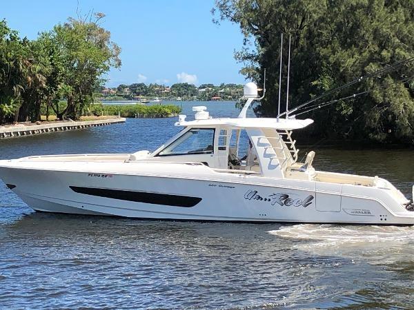 2 2018 BOSTON WHALER  Motor Yacht 2711975