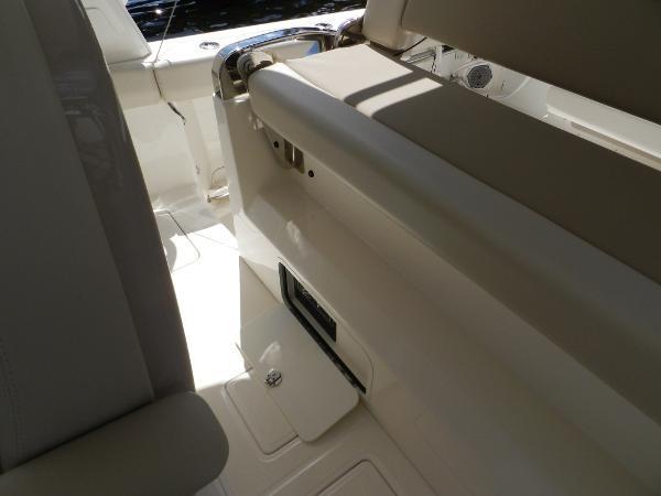 69 2018 BOSTON WHALER  Motor Yacht 2711983