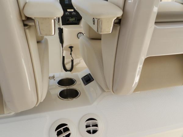 57 2018 BOSTON WHALER  Motor Yacht 2711994