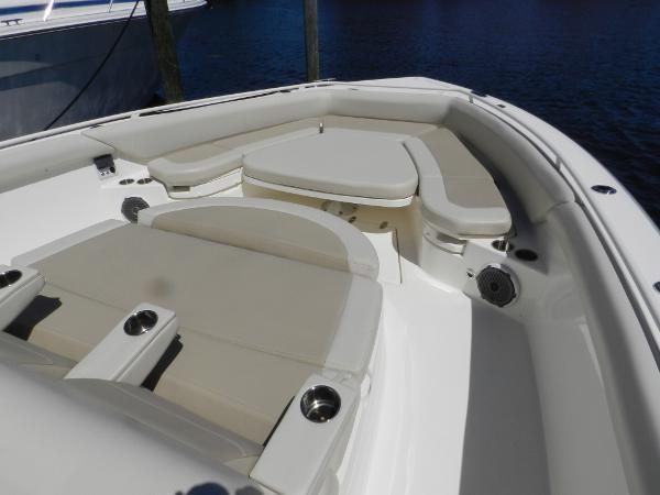 94 2018 BOSTON WHALER  Motor Yacht 2712000