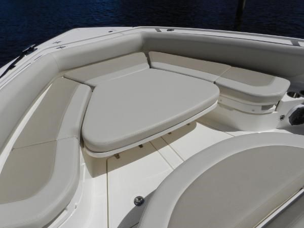98 2018 BOSTON WHALER  Motor Yacht 2712002