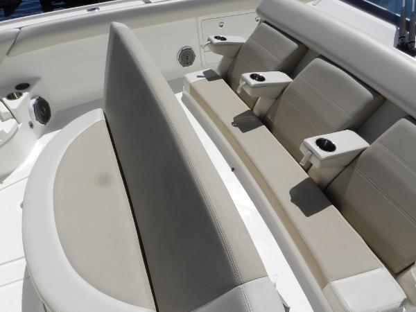 99 2018 BOSTON WHALER  Motor Yacht 2712013