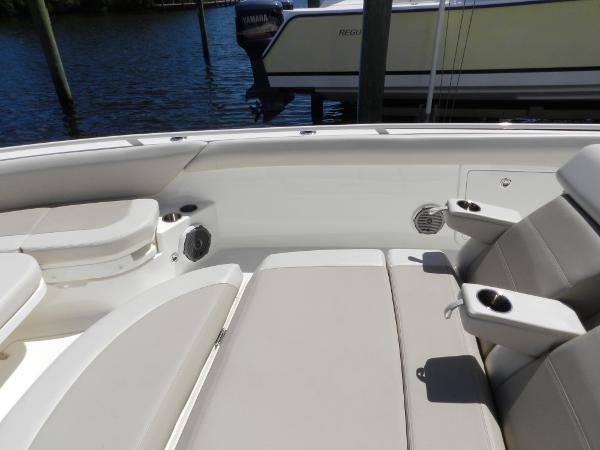 97 2018 BOSTON WHALER  Motor Yacht 2712014