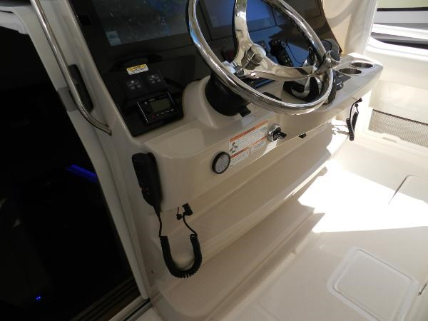 36 2018 BOSTON WHALER  Motor Yacht 2712021