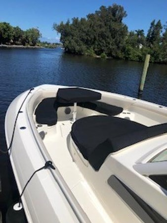 113 2018 BOSTON WHALER  Motor Yacht 2712026