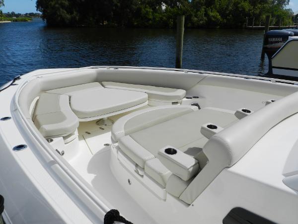 19 2018 BOSTON WHALER  Motor Yacht 2712029