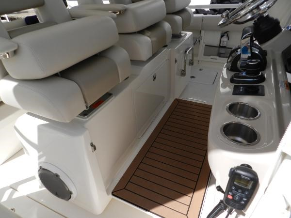 45 2018 BOSTON WHALER  Motor Yacht 2712032