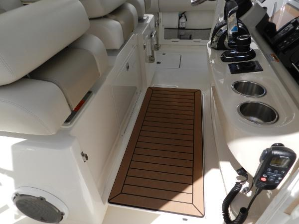 46 2018 BOSTON WHALER  Motor Yacht 2712034
