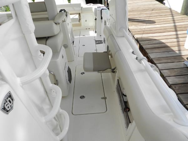 50 2018 BOSTON WHALER  Motor Yacht 2712036