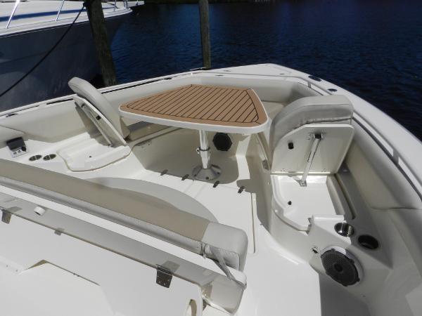 100 2018 BOSTON WHALER  Motor Yacht 2712039