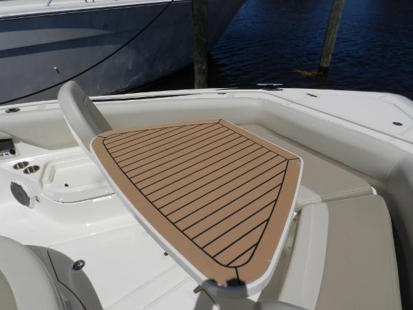 101 2018 BOSTON WHALER  Motor Yacht 2712040