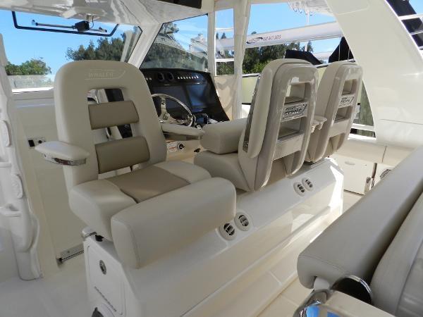 58 2018 BOSTON WHALER  Motor Yacht 2712049