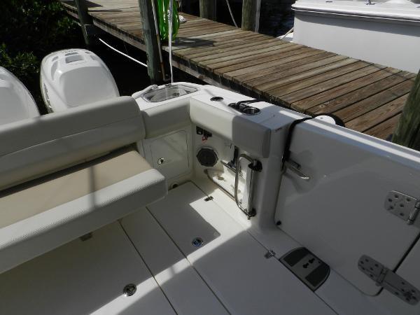 72 2018 BOSTON WHALER  Motor Yacht 2712050