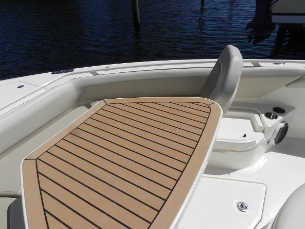 102 2018 BOSTON WHALER  Motor Yacht 2712064