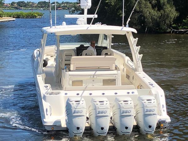 9 2018 BOSTON WHALER  Motor Yacht 2712084