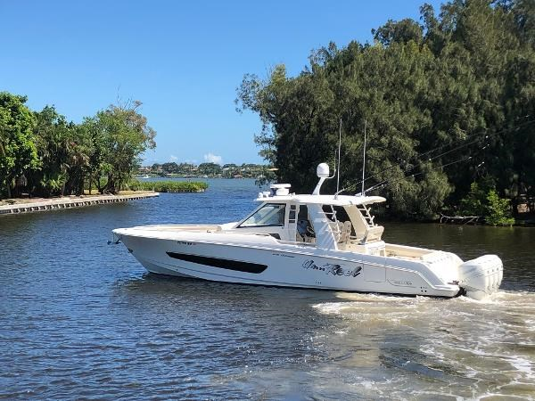 118 2018 BOSTON WHALER  Motor Yacht 2712092