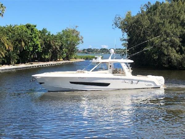 1 2018 BOSTON WHALER  Motor Yacht 2712094