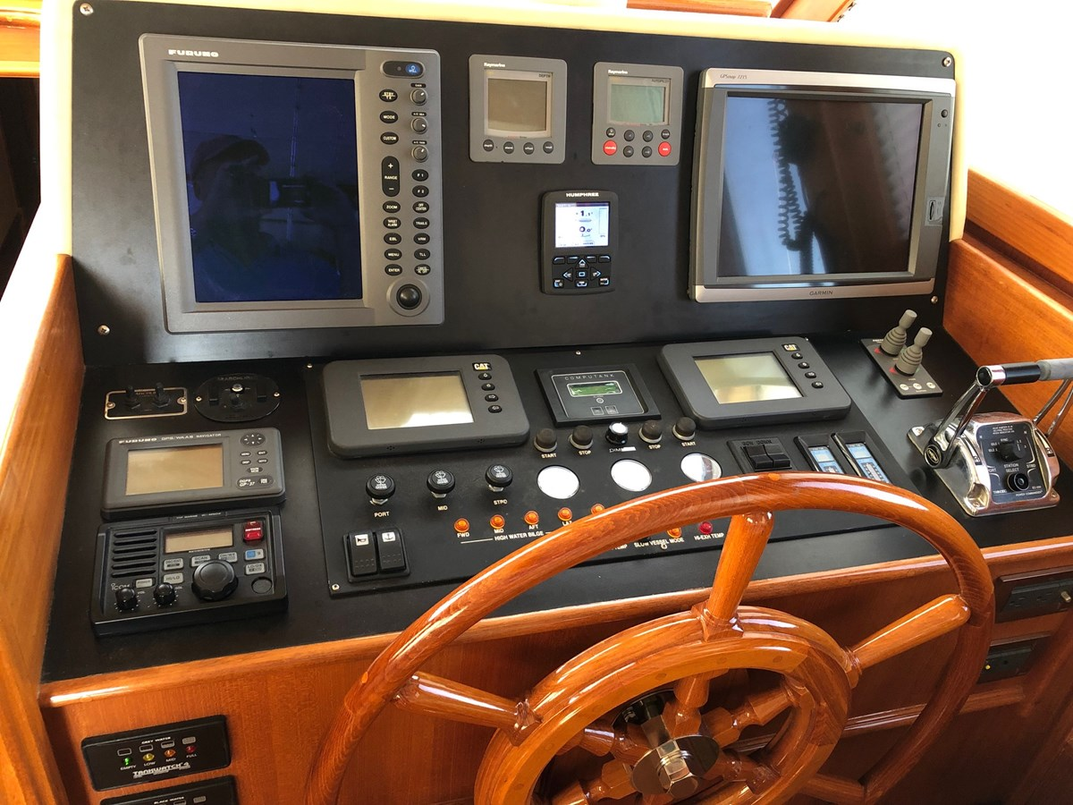 88 2004 GRAND BANKS 58 Eastbay Motor Yacht 2713343