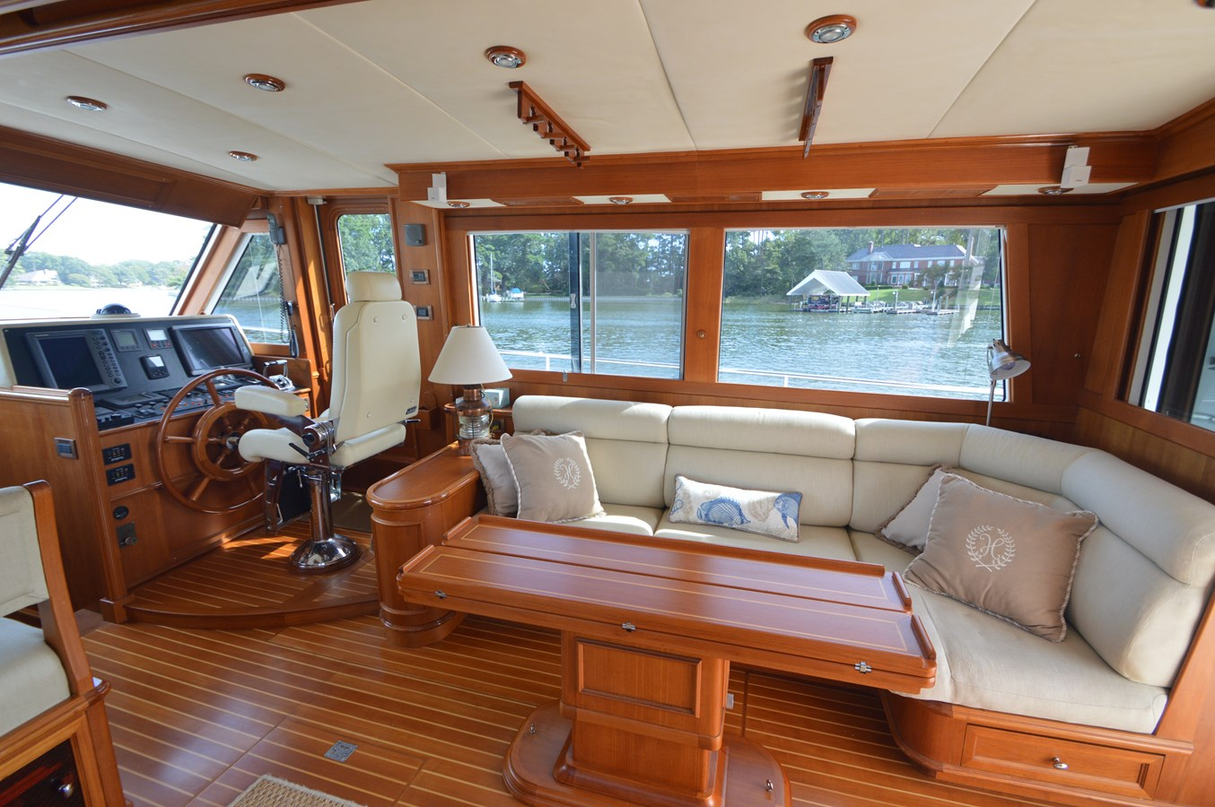 40 2004 GRAND BANKS 58 Eastbay Motor Yacht 2714699